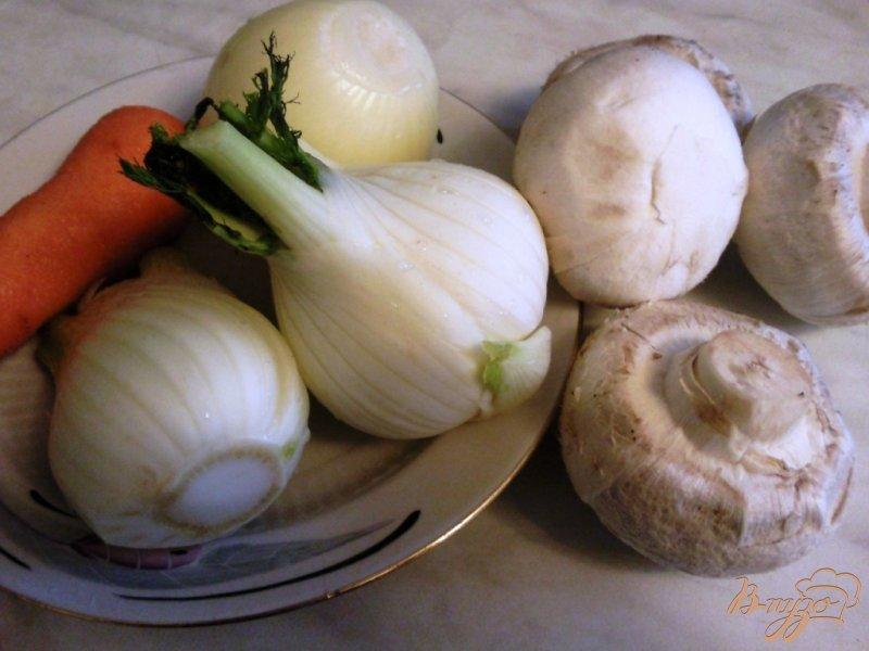 Фото приготовление рецепта: Курица,тушенная в овощах с шампиньонами шаг №1
