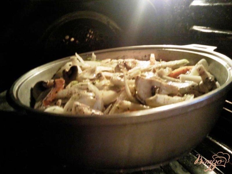 Фото приготовление рецепта: Курица,тушенная в овощах с шампиньонами шаг №4