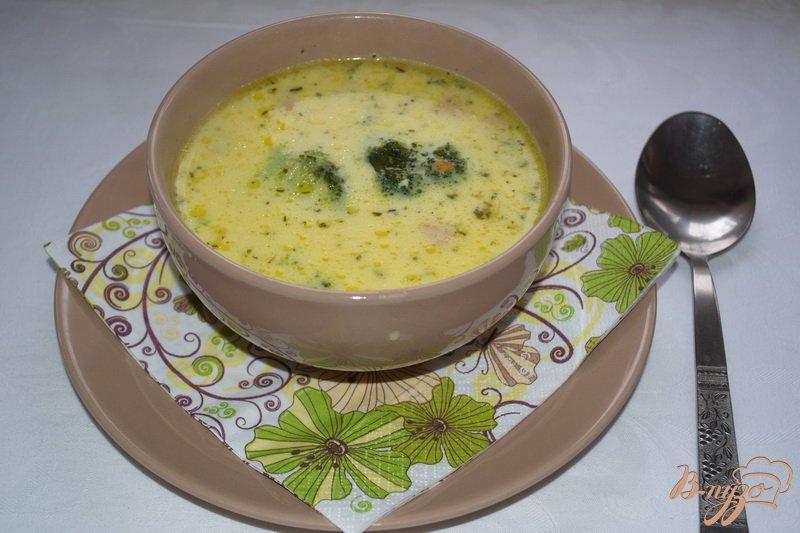 Фото приготовление рецепта: Суп с брокколи и сыром шаг №7