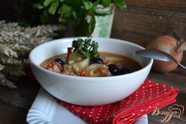 Фото приготовление рецепта: Густой суп с перловкой и маслинами шаг №5