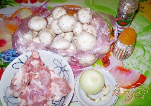 Закуска грибная с мясом и соусом