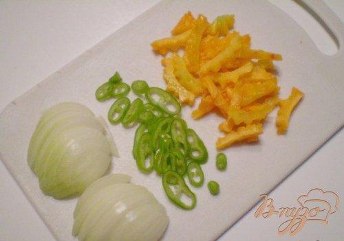 Овощной салат с горькой тыквой
