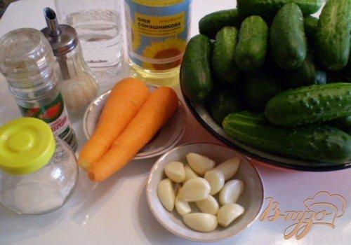 Огуречный салат с морковью и чесноком