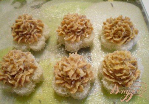 Печеночная закуска на хлебных цветочках