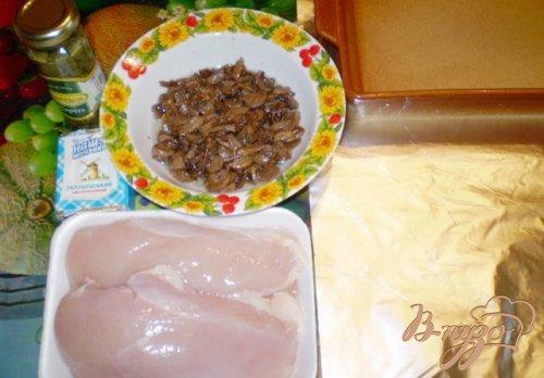 Рулет мясной с грибами, сыром и каперсами