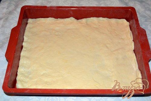 Сдобная пицца с ветчиной и колбасой