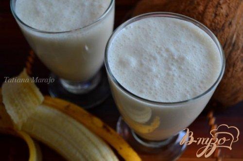 Смузи с бананом на кокосовом молоке