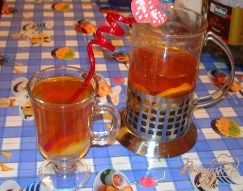 Холодный чай с лимоном и персиком