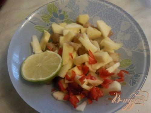 Куриные желудки под яблочно-грушевым соусом