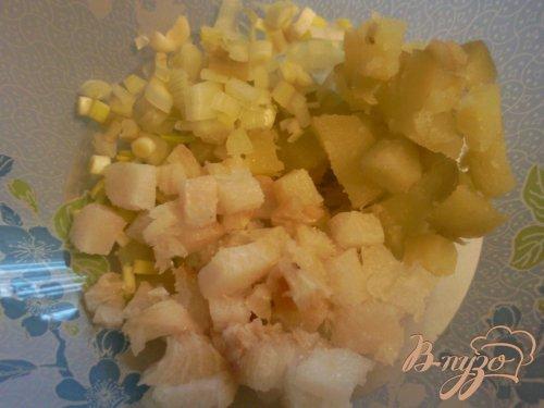 Салат с подкопченным палтусом и морской капустой