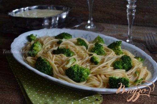 Спагетти с брокколи и чесночным соусом