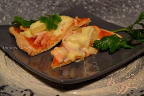 Пицца с куриным мясом и ананасом