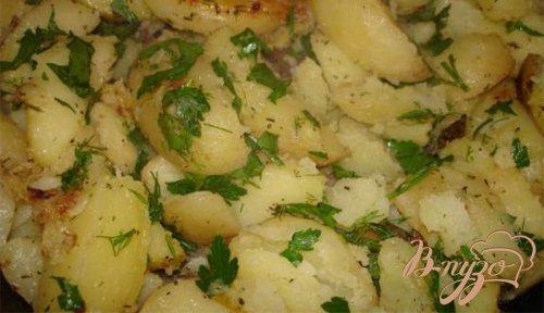 Картофель со специями и свежими травами
