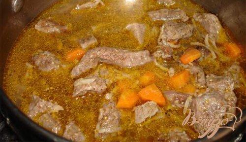 Тушеное мясо с сельдереем и морковью