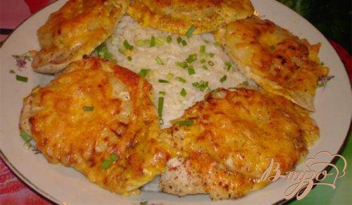Куриные отбивные с ананасом под сырной шубкой