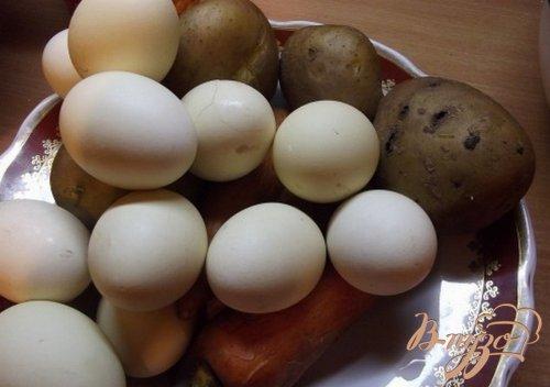 Оливье с кальмарами и креветками