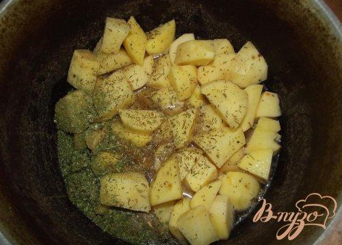 Рассыпчатый картофель с томатом на свином сале