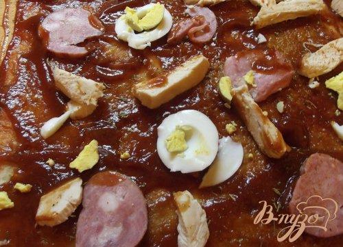Домашняя мясная пицца с яйцом