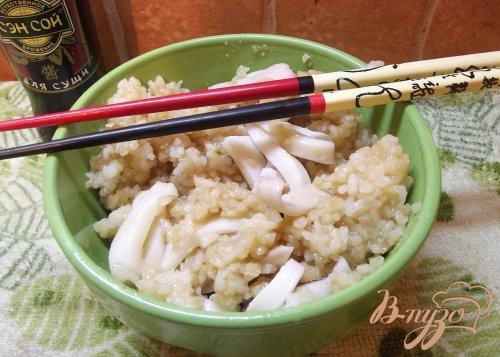Рис восточный с кальмаром