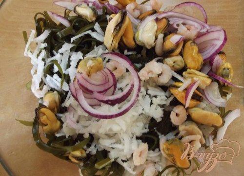 Салат из ламинарии с морепродуктами