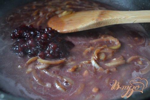 Свиные антрекоты в соусе из красного вина