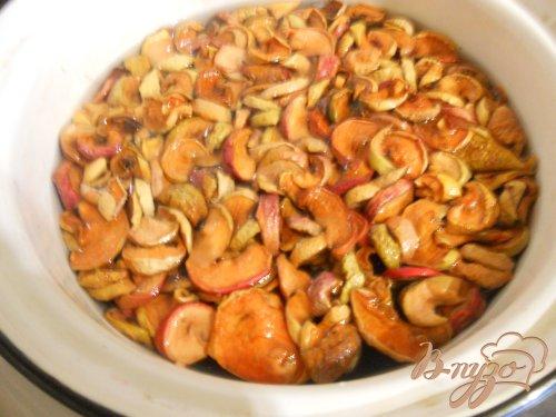 Вкусный компот из сухофруктов и вишен