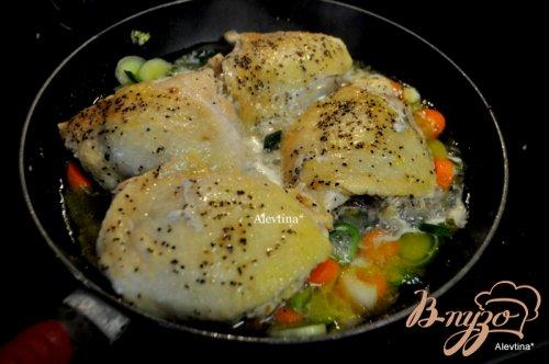 Курица в вине с овощами