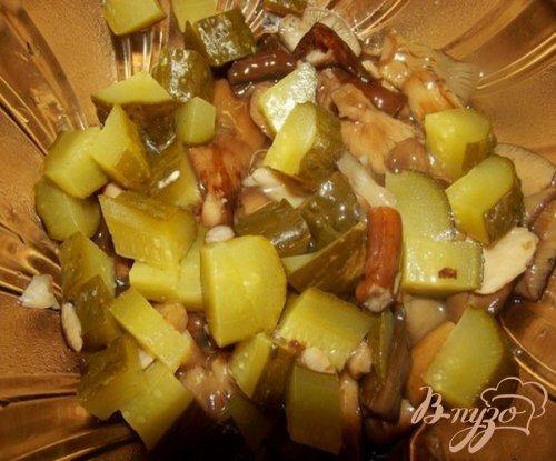 Салат из маринованных грибов