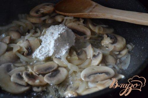 Куриные бедрышки с грибами в белом вине