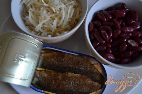 Салат с копчеными рыбными консервами