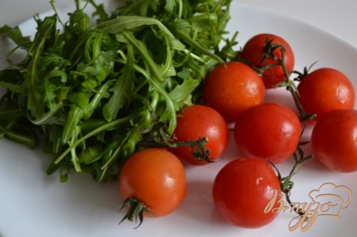 Спагетти с томатами и рукколой