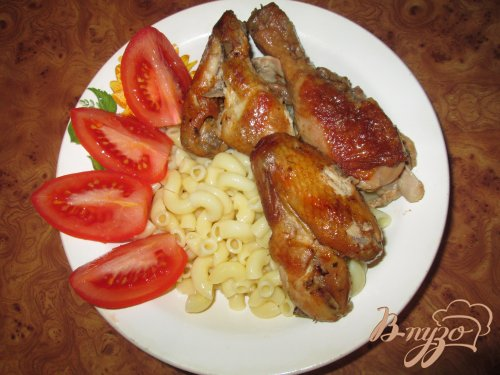 Курица запеченная целиком в специальном соусе.