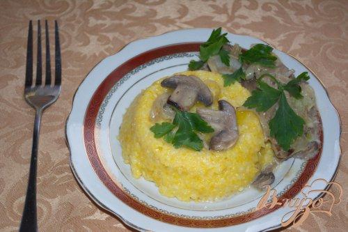 Кукурузная каша с грибным соусом