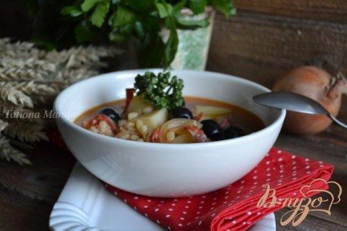 Густой суп с перловкой и маслинами