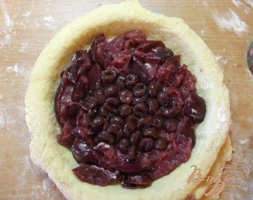 Пирог с консервированными фруктами и мороженным