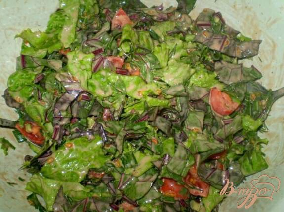 Фото приготовление рецепта: Витаминный салат со свекольной ботвой шаг №4