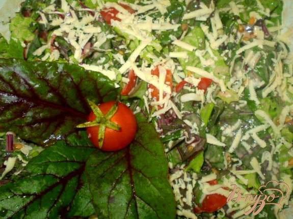 Фото приготовление рецепта: Витаминный салат со свекольной ботвой шаг №5