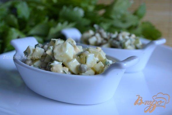 фото рецепта: Яичный салат с горошком и сельдереем