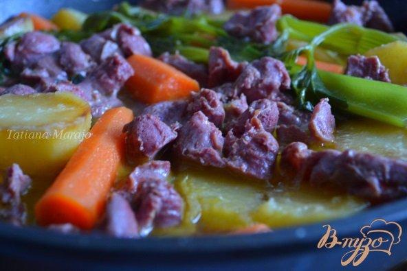 Фото приготовление рецепта: Овощное рагу с утиными желудочками шаг №4