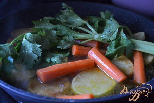 Фото приготовление рецепта: Овощное рагу с утиными желудочками шаг №2