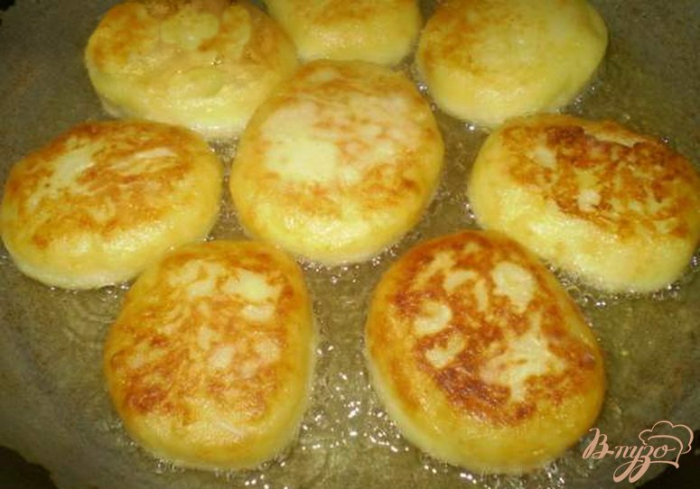 Фото приготовление рецепта: Зразы картофельные с сыром шаг №6