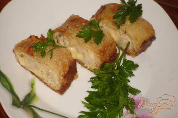 Фото приготовление рецепта: Блинные мясные рулетики с сыром шаг №6