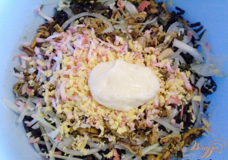 Фото приготовление рецепта: Морская капуста с мидиями шаг №4