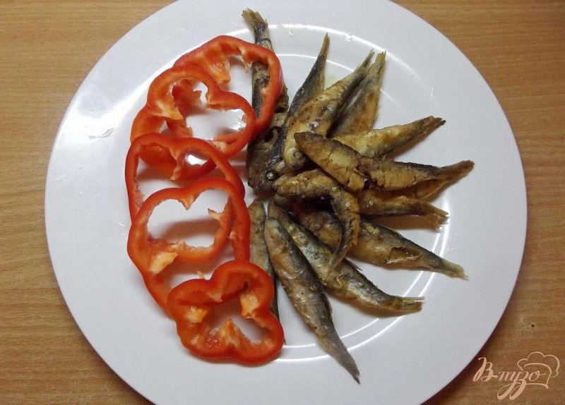 Фото приготовление рецепта: Жаренная черноморская сельдь шаг №6