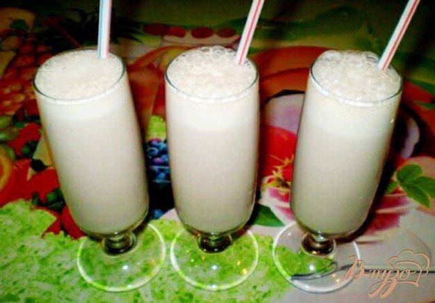 Рецепт Молочный коктейль с бананом и фруктовым сиропом