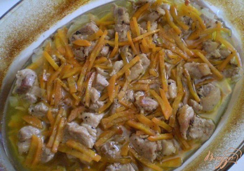 Фото приготовление рецепта: Мясо тушенное в духовке с овощами шаг №5