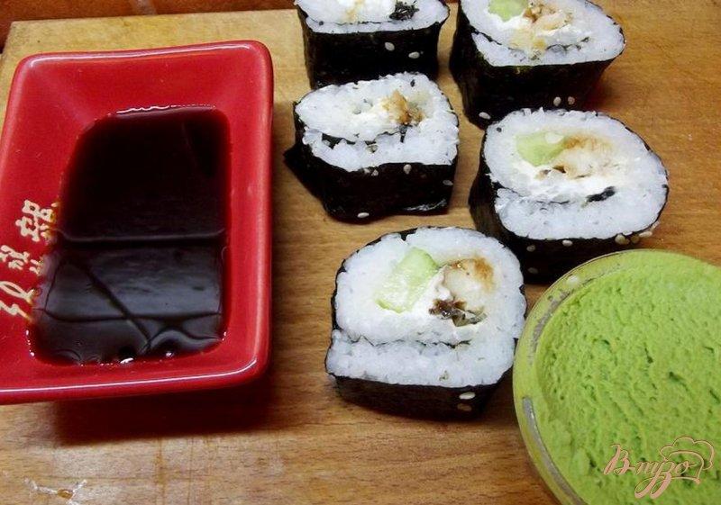 Фото приготовление рецепта: Роллы с лососем шаг №7