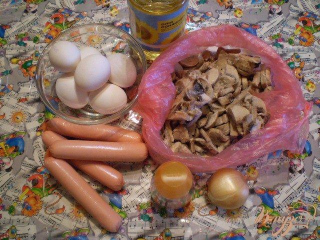 Фото приготовление рецепта: Сытный омлет с грибами шаг №1