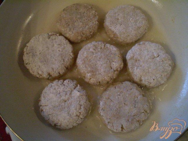 Фото приготовление рецепта: Крупяные котлеты шаг №4