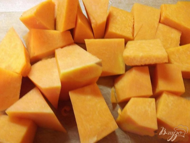 Фото приготовление рецепта: Крем-суп из тыквы с грушей шаг №1